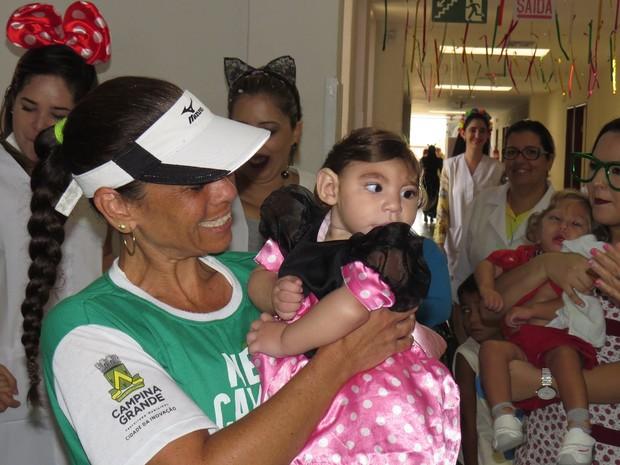 Crinças com microcefalia também participaram do bloquinho (Foto: Artur Lira/G1)