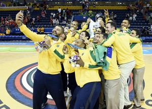 Ouro basquete brasil pódio pan-americano 2015 (Foto: John David Mercer/Reuters)