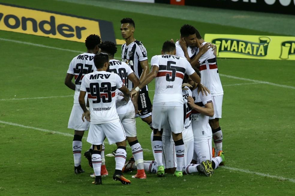 Com segundo tempo quase impecável, Santa Cruz bate o Ceará na Arena Castelão: 3 a 1 (Foto: Futura Press)