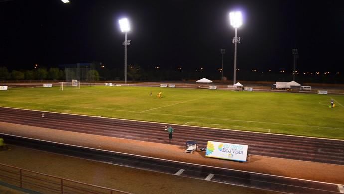 Campo da Vila Olímpica Roberto Marinho sedia a partida entre Náutico-RR e Vitória (Foto: Ivonisio Júnior)
