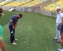 """Felipe """"estreia"""" no golfe e ajuda a divulgar o Aberto do Brasil no Maraca"""