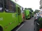 Engavetamento entre três ônibus deixa feridos e trânsito lento na capital