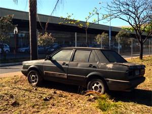 Lataria do veículo está coberta por ferrugem (Foto: Erick Julio / G1 Campinas)