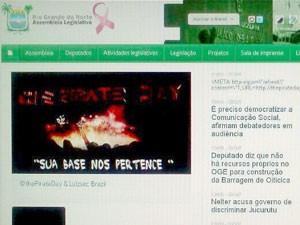 Hackers colocaram mensagem na capa do site da Assembleia Legislativa do RN (Foto: Reprodução/Site da Assembleia Legislativa)