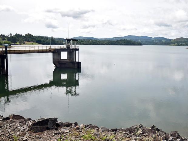 Vista da represa do Jaguari-Jacareí, do Sistema Cantareira, em Nazaré Paulista, no interior do estado de São Paulo (Foto: Eduardo Carmim/Brazil Photo/Estadão Conteúdo)