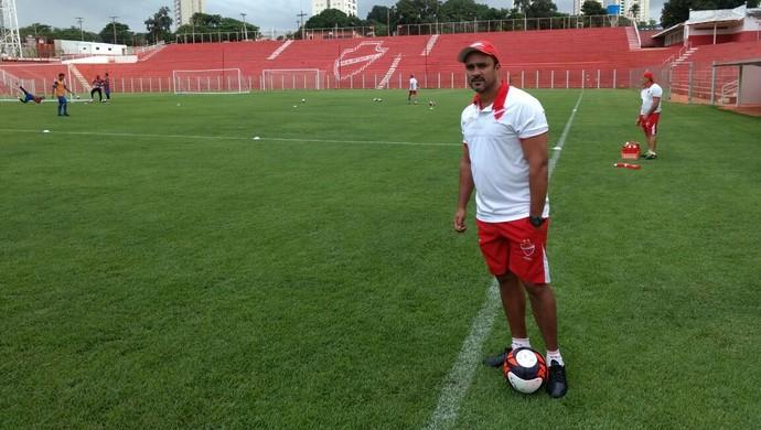 Marcelo Dias, auxiliar técnico do Vila Nova (Foto: Comunicação/Vila Nova)