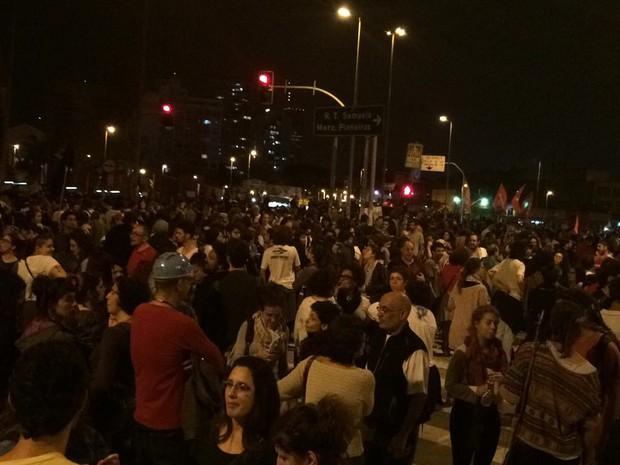 Manifestação contra o governo Temer ocupa o Largo da Batata (Foto: Fábio Tito/G1)