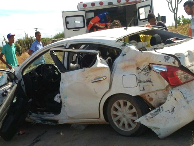 Carro ficou destruído após a colisão (Foto: Blog do Marcos Frahm)