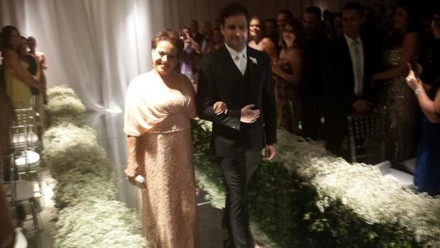 Rodrigo Scarpa, o Vesgo, na sua cerimônia de casamento (Foto: EGO)