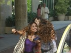 Dira Paes e Totia Meirelles gravam cena de briga na Barra da Tijuca