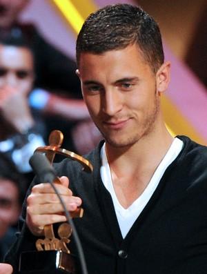 Eden Hazard, do Lille, recebe prêmio (Foto: AFP)
