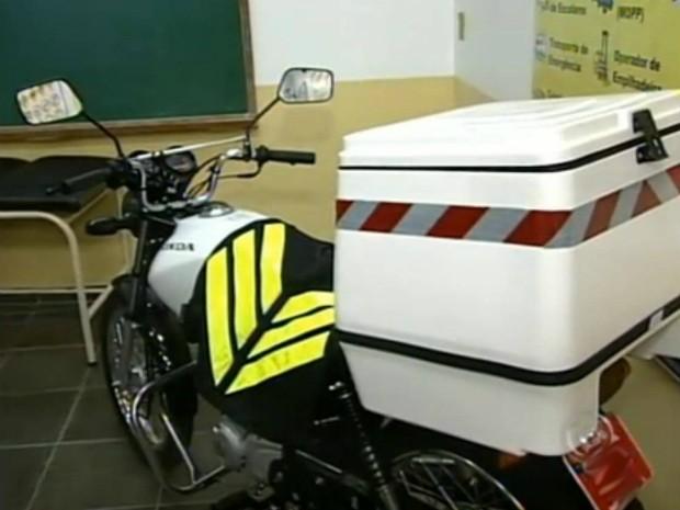 Resolução do Contran exige curso de direção defensiva para motoboys e mototaxistas, além de especificar normas de segurança e regras como equipamentos obrigatórios. (Foto: Reprodução TV Tem)