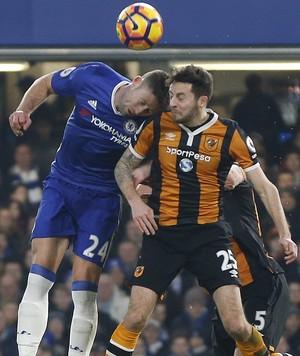 Mason Hull City choque com Cahill (Foto: AP)