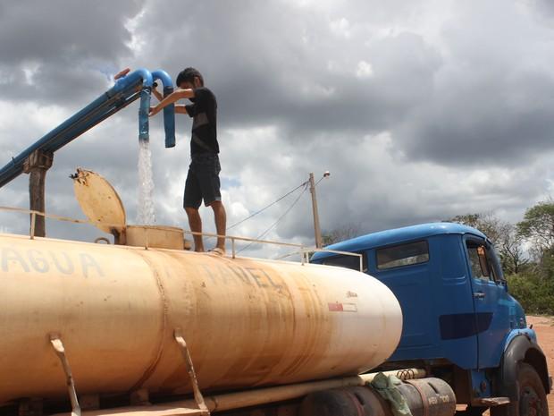 Poço particular no semiárido fornece 1 mil carradas de água por mês (Foto: Catarina Costa/G1 PI)