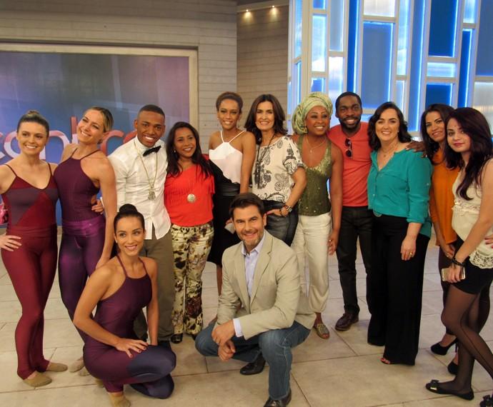 A apresentadora com todos os convidados (Foto: Carolina Morgado/Gshow)