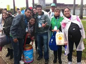 Natalina da Silva (de verde) esperou por mais de duas horas (Foto: Eduardo Cavalho/G1)