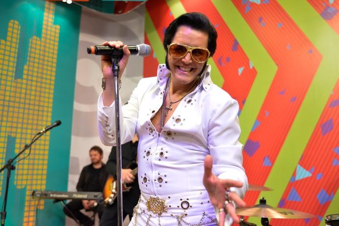O Elvis paranaense, Rogério Cordoni, já deu show no palco do Estúdio C (Foto: Priscilla Fiedler/RPC)