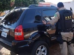Camionete apreendida com sargento da PM, do Distrito Federal, tinha indícios de adulteração (Foto: Divulgação/PRF-TO)
