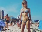 De biquíni, Luiza Possi mostra curvas e tatuagem sexy em praia do Rio