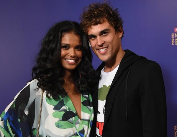 Aline Dias e Felipe Roque farão par romântico  (Foto: Divulgação/TVGlobo)