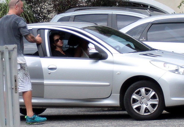 Velório Tânia Abrão - Amanda (Foto: Celso Tavares/ EGO)