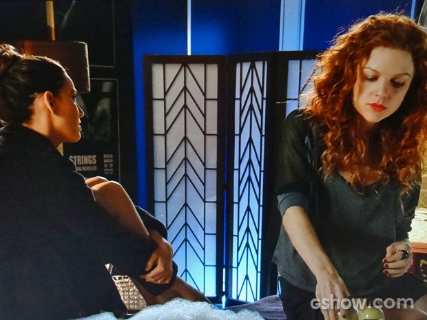 Vanessa dá indireta e diz para Marina demitir Clara (Foto: Em Família/ TV Globo)