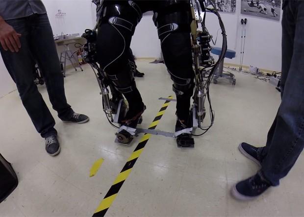 Miguel Nicolelis afirma que vídeo mostra oitavo voluntário do projeto 'Andar de Novo' caminhando com exoesqueleto (Foto: Reprodução/Facebook/Miguel Nicolelis)