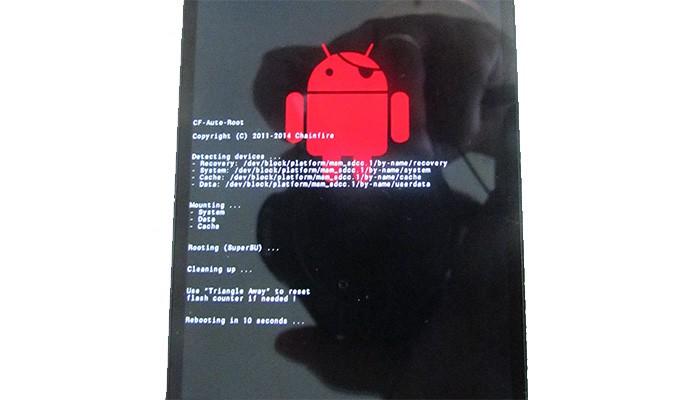 Ao final, robô vermelho aparece, executa alguns comandos automáticos e reinicia aparelho (Foto: Reprodução/Paulo Alves)