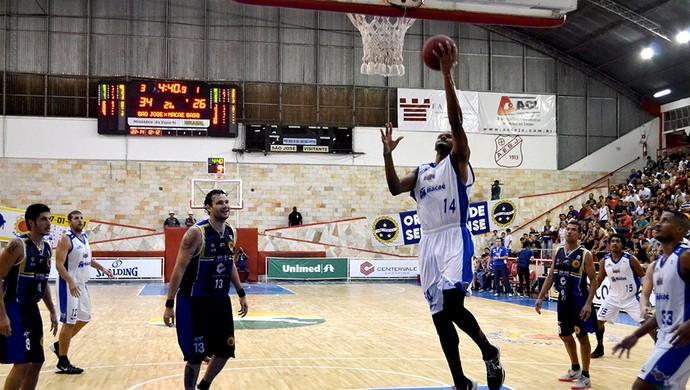 Basquete São José x Macaé (Foto: Arthur Marega Filho / São José Desportivo)