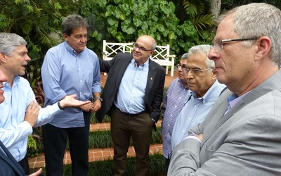 Reunião entre dirigentes colocou fim a clima hostil  (Foto: Vicente Seda)