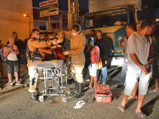 Motorista do caminhão diz que taxista empurrou a mulher (Foto: Walter Paparazzo/G1)