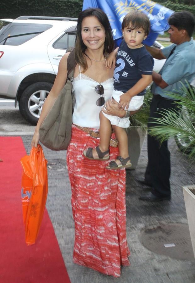 Juliana Knust e o filho Mateus também compareceram ao evento (Foto: Delson Silva / AgNews)