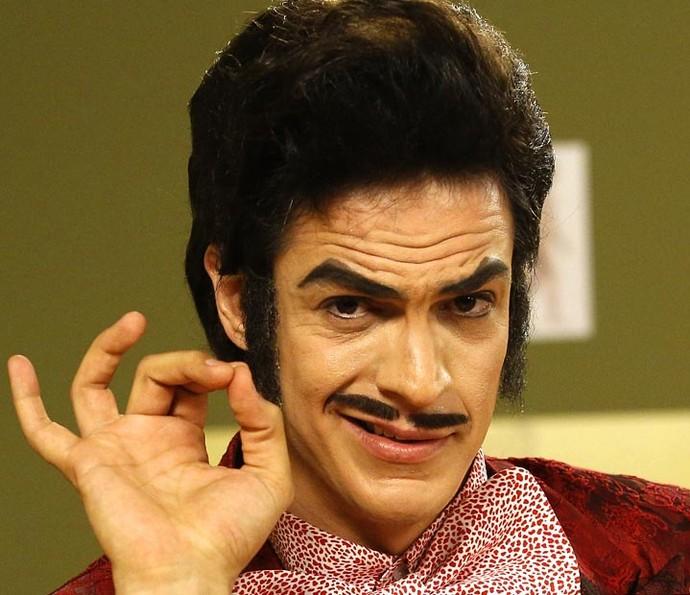 Cabelo de Mateus Solano se mistura à peruca e resulta no visual charmoso do personagem (Foto: Raphael Dias/Gshow)