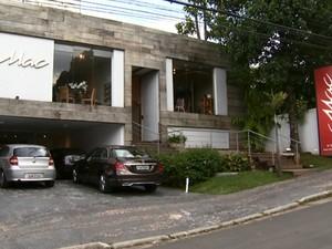 Áreas consideradas residenciais no mapa da Secretaria Municipal Urbanismo possuem lojas  (Foto: Reprodução / EPTV)