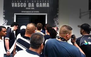 torcida invsão protesto São Januário Vasco (Foto: Rafael Cavalieri)