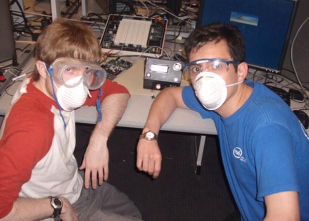 Robert Clain e Miguel Salas, criadores da máquina (Foto: Reprodução)