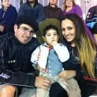 Casal leva filho em desfile de Porto Alegre (Daniel Bittencourt/G1)