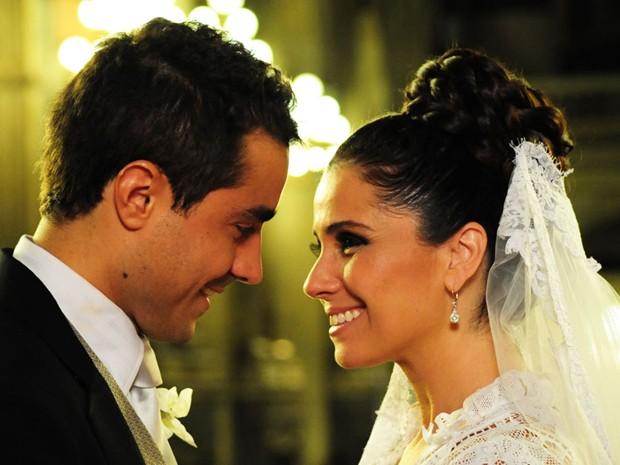Claudia e Vicente (Foto: Aquele Beijo/TV Globo)