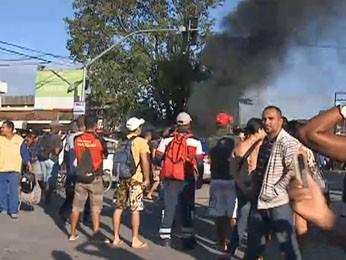 População fechou a Avenida Presidente Kennedy (Foto: Reprodução / TV Globo)