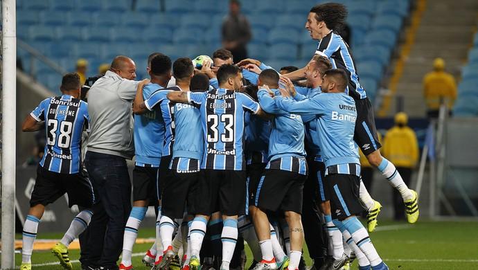Gremistas vibram com classificação na Arena (Foto: Lucas Uebel / Grêmio, DVG)