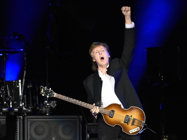 Paul McCartney se apresenta no primeiro fim de semana do festival Desert Trip, na Califórnia (EUA) (Foto: Chris Pizzello/Invision/AP)