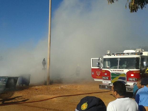 Fumaça provocada por queima de pneus durante protesto na DF-250 (Foto: Arquivo Pessoal)