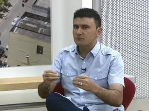 Carlos Portela diz que servidores público lideraram saque  (Foto: Reprodução/Rede Amazônica Acre)