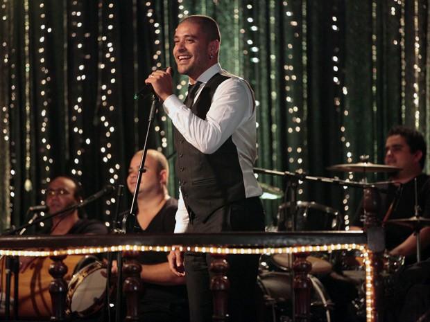 Diogo Nogueira faz participação especial em Salve Jorge (Foto: Salve Jorge/TV Globo)