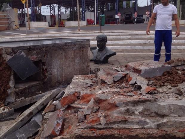 Remoção ocorreu uma semana após divulgação de relatório da Comissão da Verdade (Foto: Vinicius Brito/RBS TV)