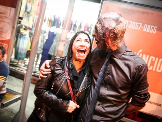 Algumas pessoas se assustam quando encontram com Coveiro Maldito (Foto: Fábio Tito/G1)