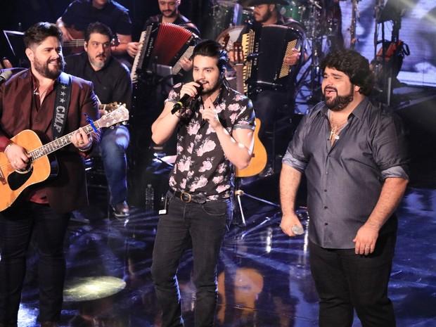 Luan Santana canta com César Menotti e Fabiano em gravação de DVD em São Paulo (Foto: Fred Pontes/ Divulgação)