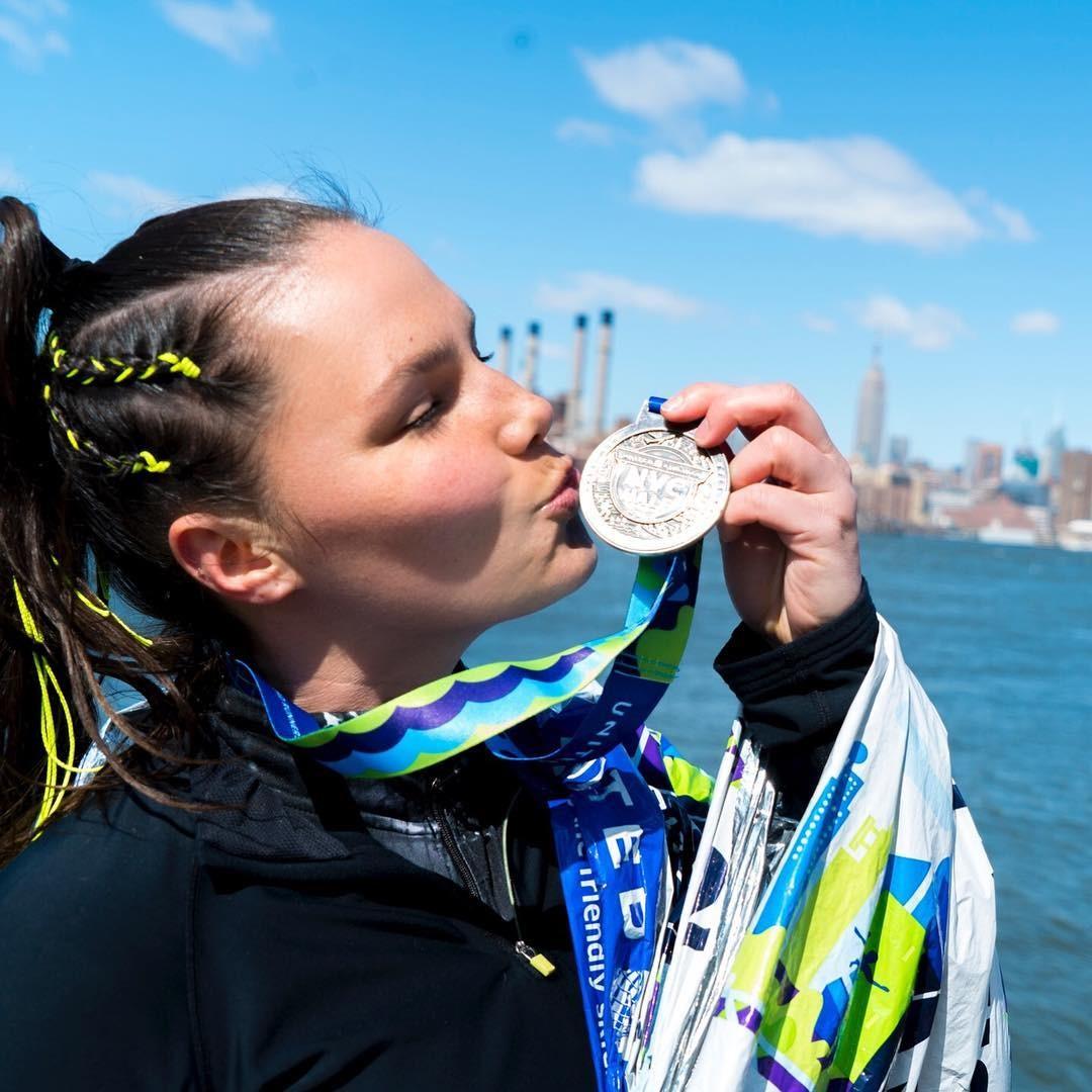 Candice Huffine: em menos de dois anos como corredora, ela já coleciona histórias e medalhas (Foto: Instagram/Reprodução)