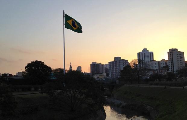 Fim de tarde de agosto em frente ao Monumento da Independência, no bairro do Ipiranga (Foto: Giovana Sanchez/G1)