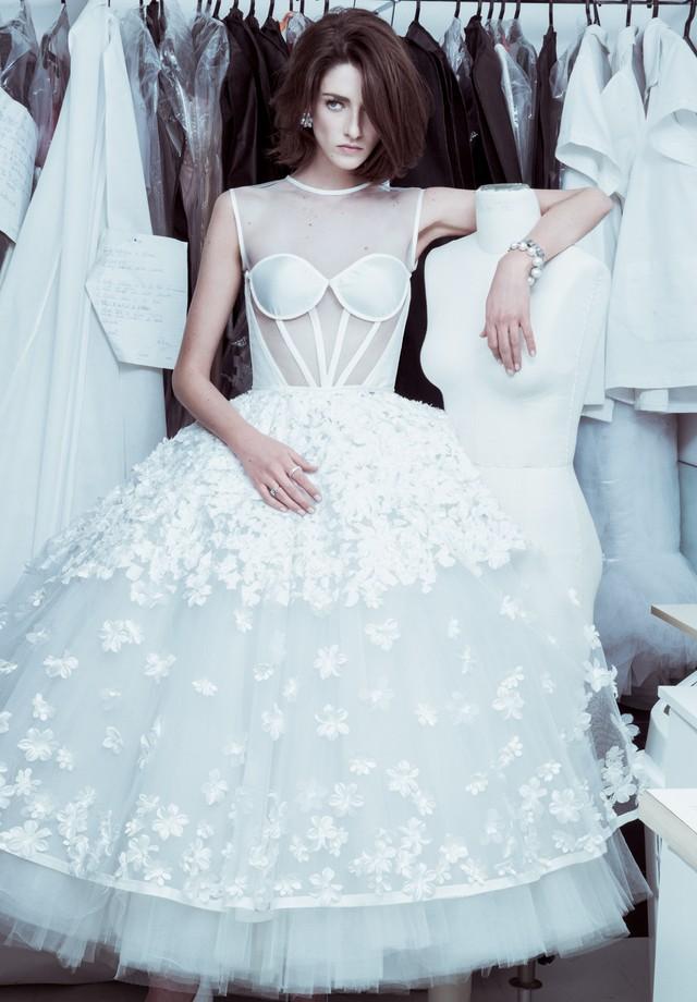 Preservar o vestido de noiva no closet pede por cuidados específicos (Foto: Jacques Dequeker/Arquivo Vogue)